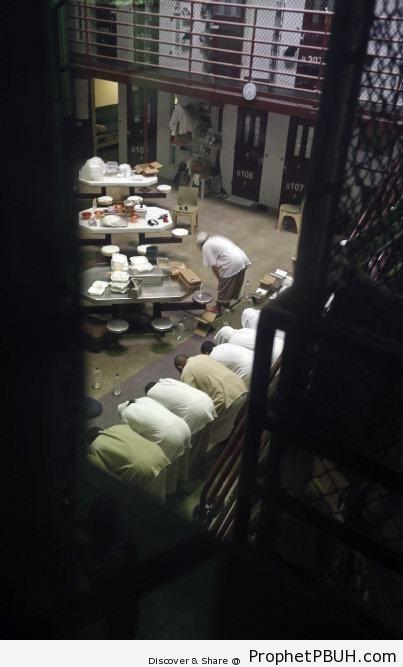 Guantanamo Prisoners Praying - Photos