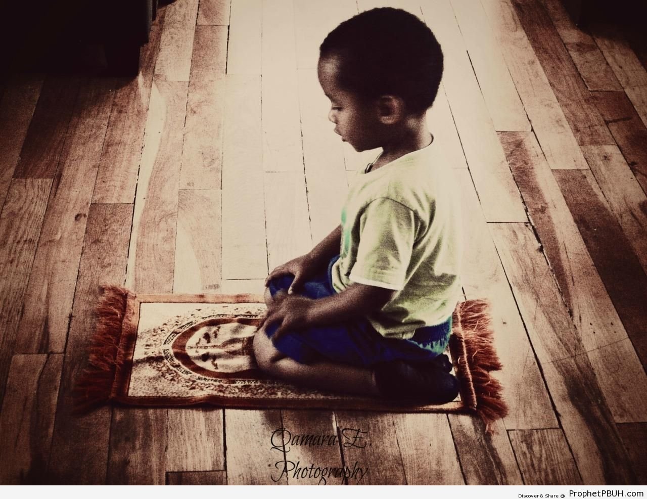 Little Praying Boy - Photos -