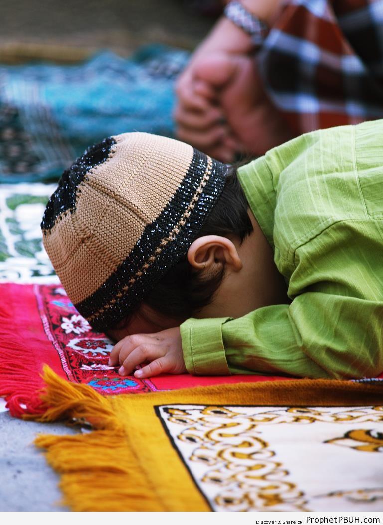 Muslim Little Boy in Sujood - Photos of Muslim People -
