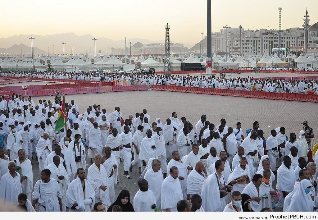 Pilgrims in Mina making their way to Jamarat (Stoning of the Devil) - Photos of Haj Proceedings -