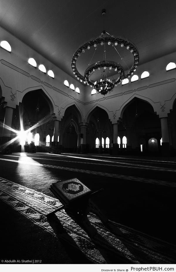 Rays of Light on Book of Quran - Islamic Architecture