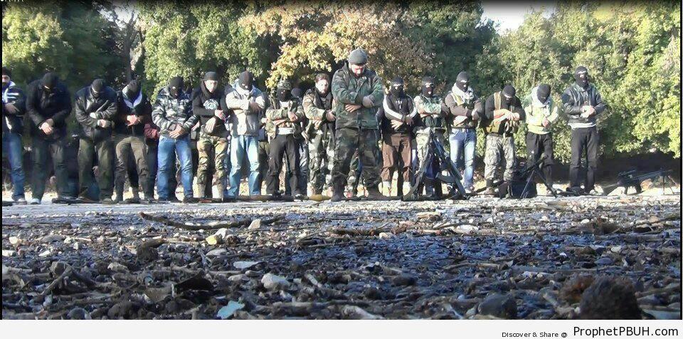 Syrian Mujahideen Making Salah - Photos -