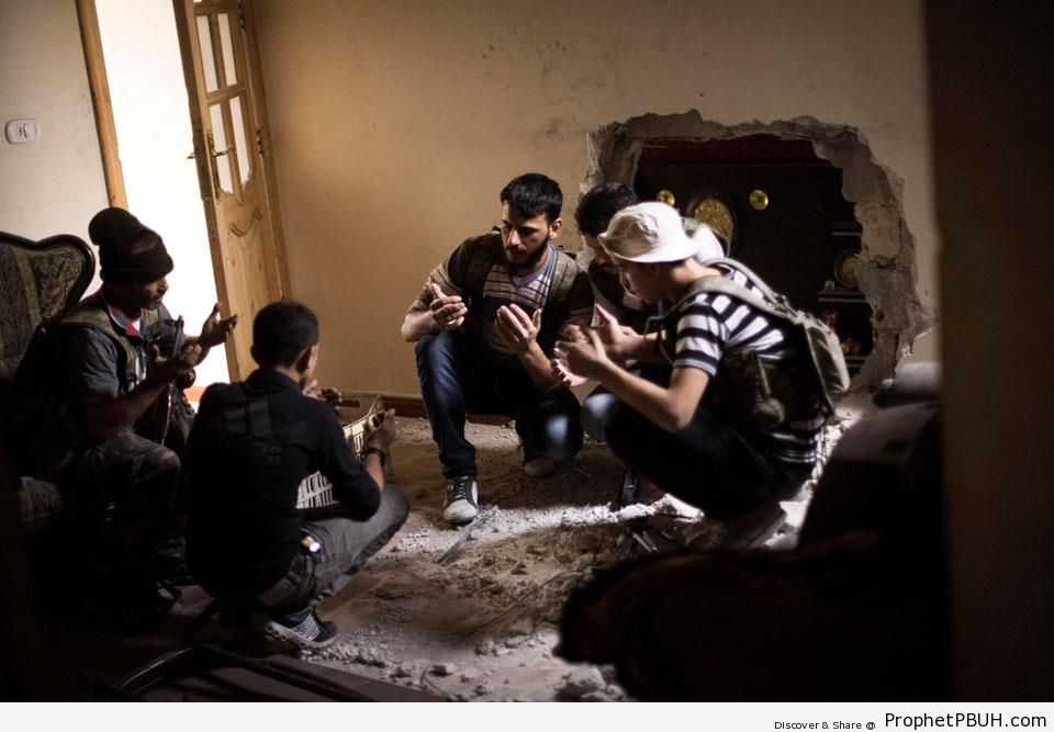 Syrian Rebels Making Prayer Before Fighting - Islamic Posters