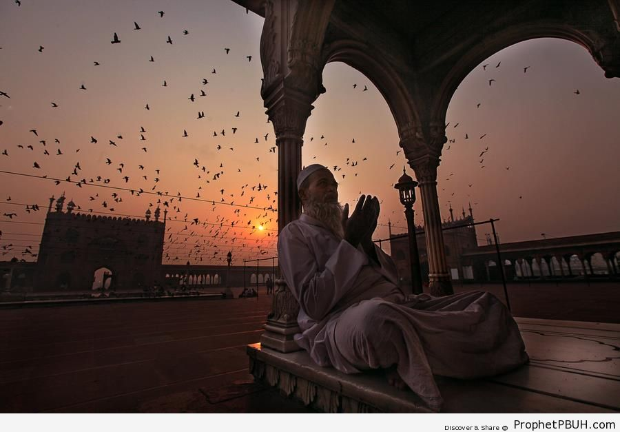 Talking to Allah During Sunrise - Islamic Architecture -