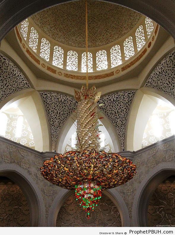 World-s Second Largest Chandelier at Sheikh Zayed Grand Mosque in Abu Dhabi - Abu Dhabi, United Arab Emirates